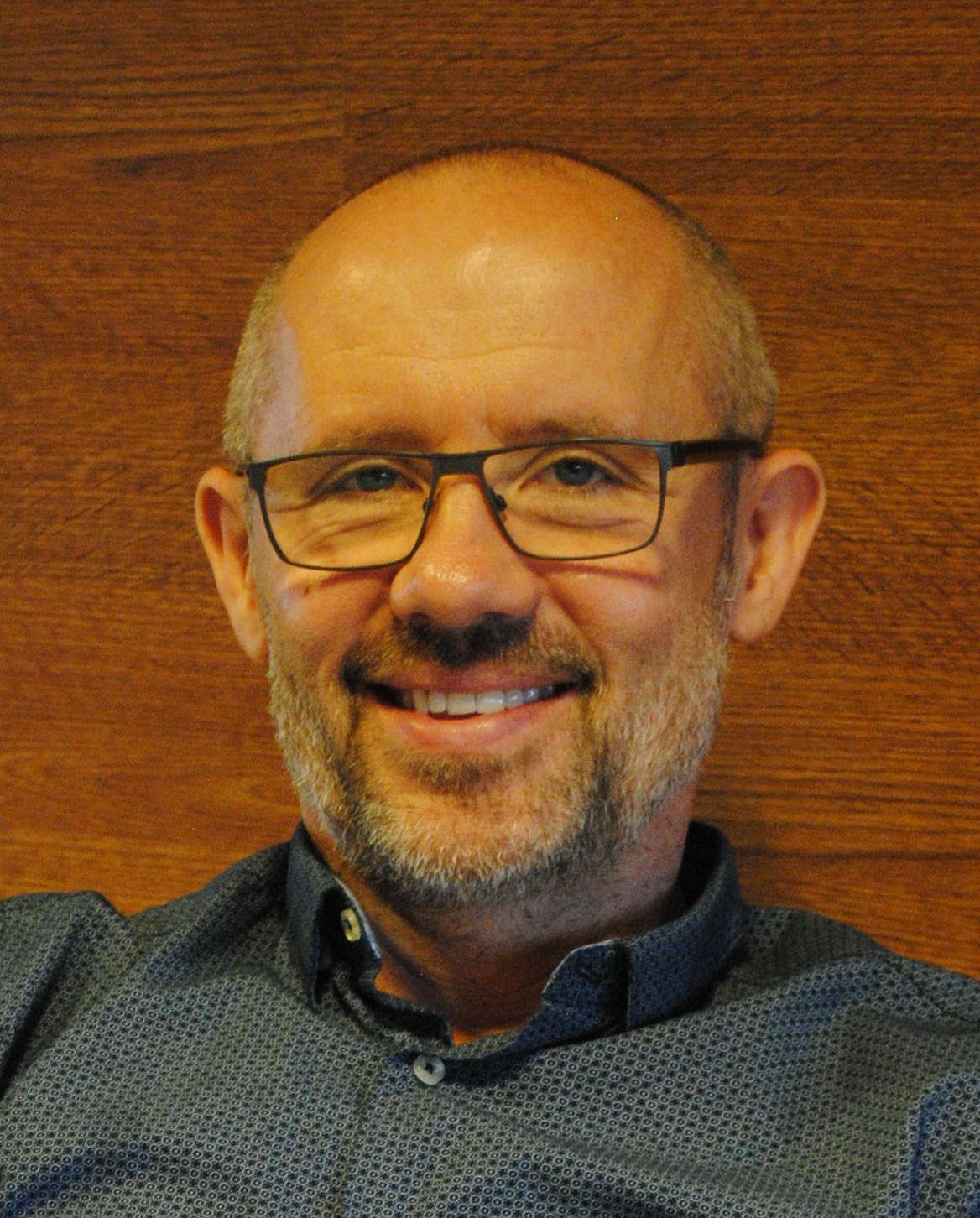 Schweder József Integrál személyiségfejlesztő tanácsadó Bodywork csoportvezető Jógatanár